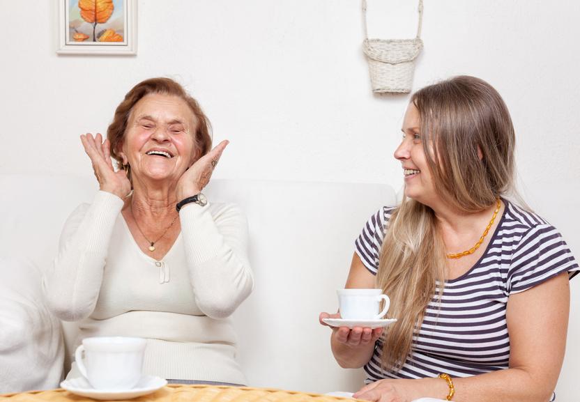 Wsparcie opiekunki osób starszych – ważna rola agencji