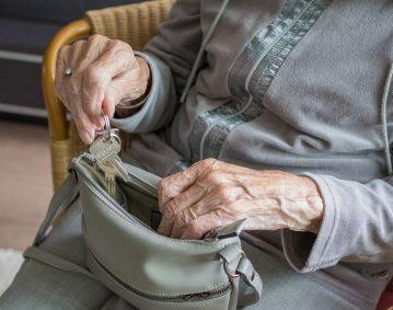 Praca dla opiekunki osoby starszej dla 83 letniej pani.